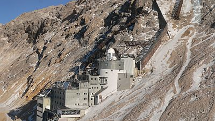 A high-power DIAL system is sited at the Environmental Research Station Schneefernerhaus on Germany's Zugspitze