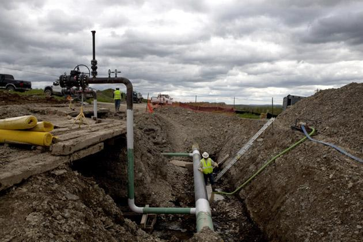 Fiber optics that sense optimal fracking sounds could improve fracking operations like this one taking place in Bradford County, PA in May 2012. (Image credit: Katie Orlinsky/Getty Images)