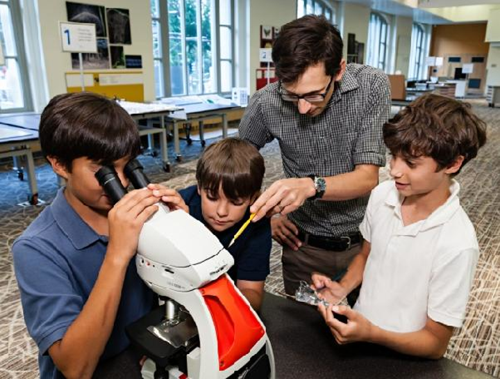 The Olympus donation of 50 microscopes to the Smithsonian will help quench the public's curiosity via the new Smithsonian Q?rius education center. (Image credit: James Di Loreto, Smithsonian)