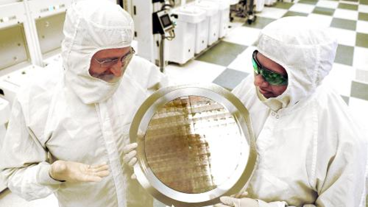 Using EUV lithography, IBM research alliance produces first 7-nm-node test chips