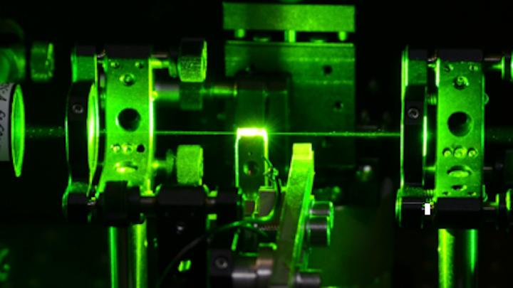 Diamond Raman laser has intrinsically stable single-longitudinal-mode output