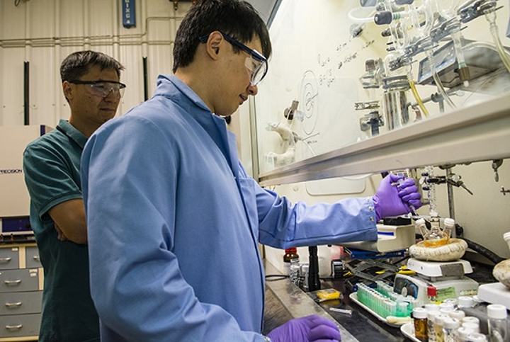 Los Alamos National Laboratory (LANL) Chemist Jaehoon Lim works on an apparatus that synthesizes quantum dots along with LANL researcher Young-Shin Park (also with the University of New Mexico Center for High-Technology Materials). LANL colleagues Kaifeng Wu and Victor Klimov worked with Lim and Park to demonstrate that negatively charged quantum dots show promise for low-power laser applications or quantum dot laser diodes. (Image credit: LANL)