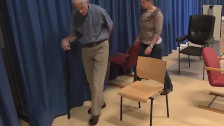 Laser guide shoes prevent 'freezing' in Parkinson patients trying to walk (see the videos)