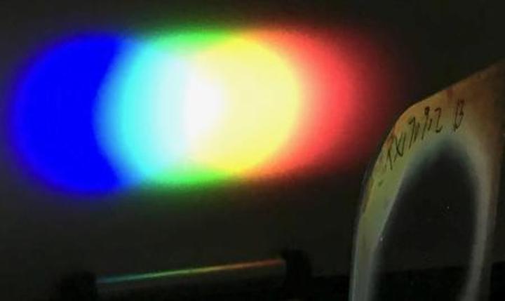 New Bragg diffraction grating has very wide angular bandwidth