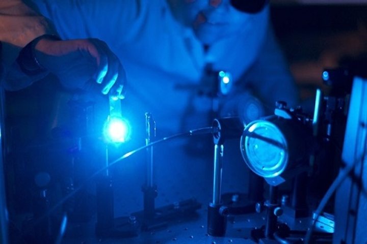 Doctoral student Kirsi Virkki prepares ultrafast laser spectrometer for the solar cell measurements. (Image credit: Tampere University of Technology)