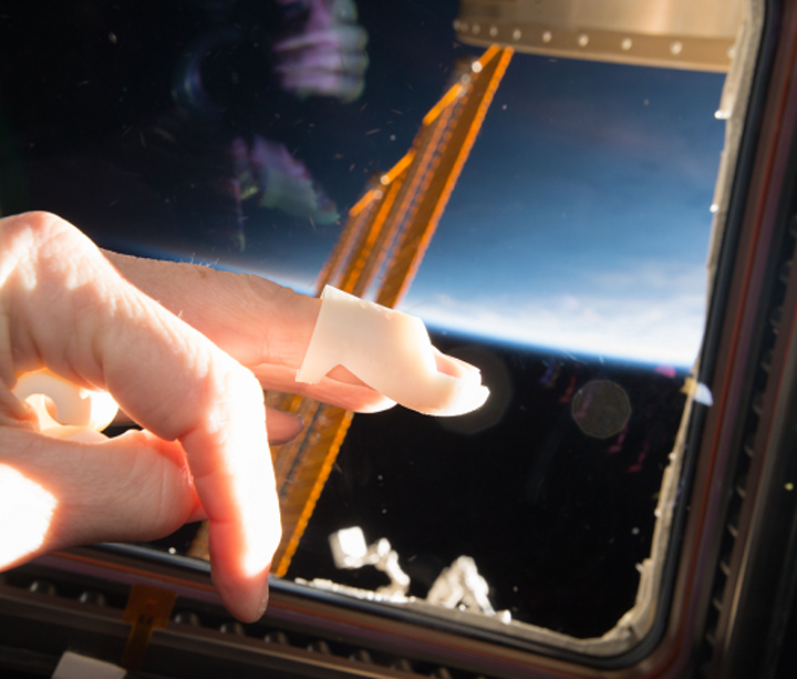 A finger splint was printed on Made In Space's Additive Manufacturing Facility (AMF) onboard the International Space Station (ISS). (Image credit: Made in Space)