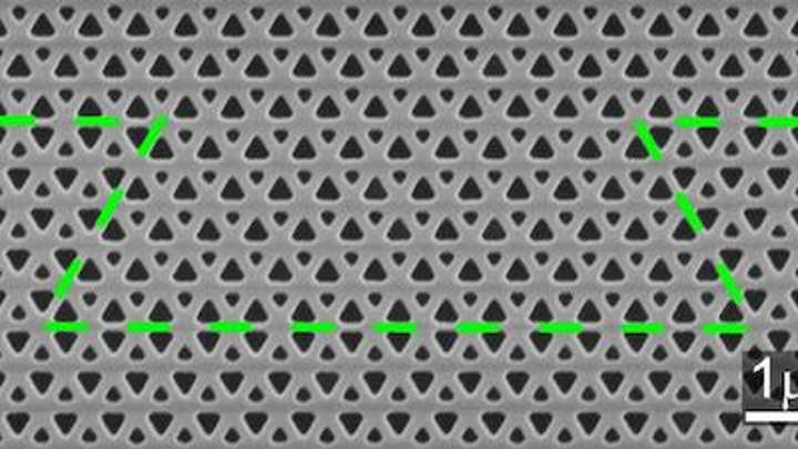 Photonic crystal sharply bends light without backscattering losses