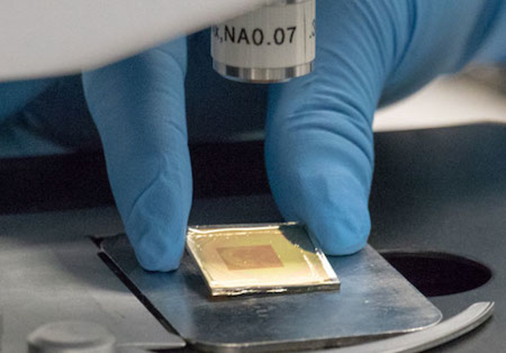 UCF researchers use nanoscale patterns to hide images and information in plain sight