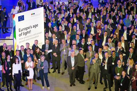 Photonics21 hands over European photonics roadmap to EC officials